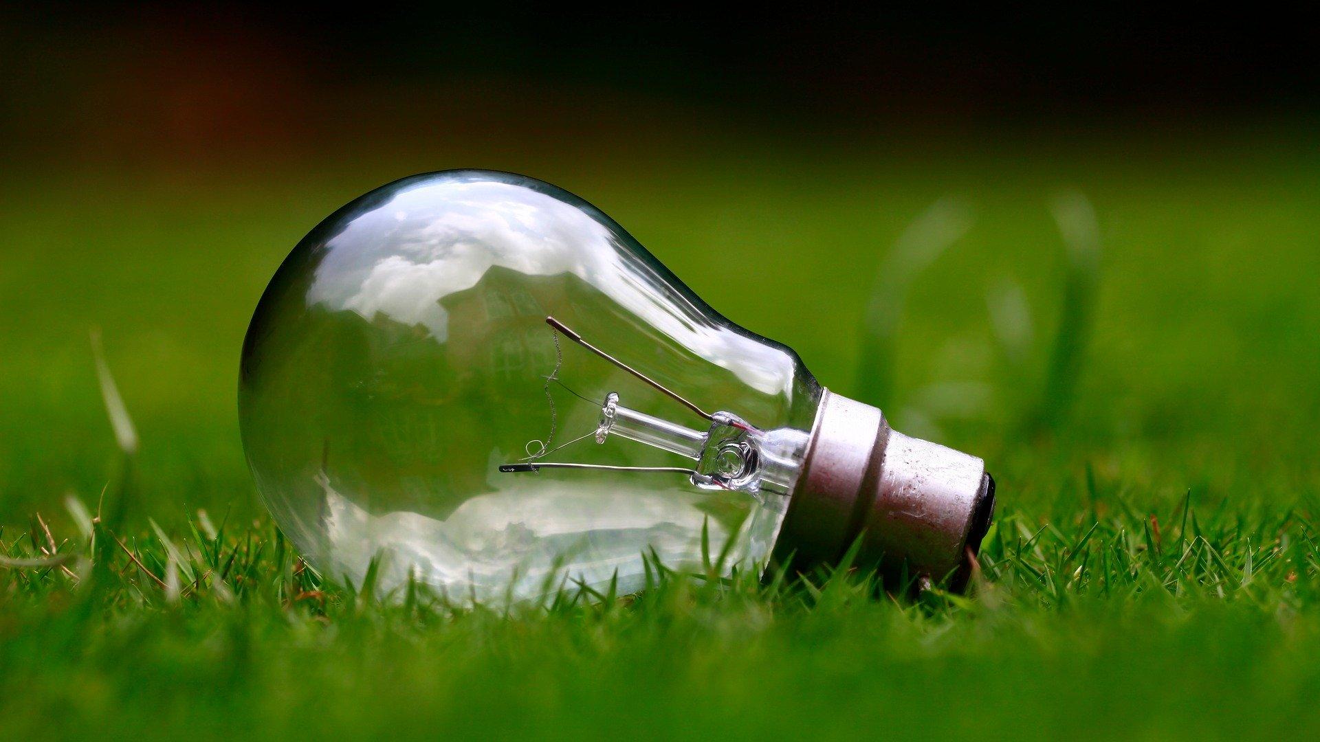 Polacy chcą zmiany na zieloną energię. Dlaczego nadal k...